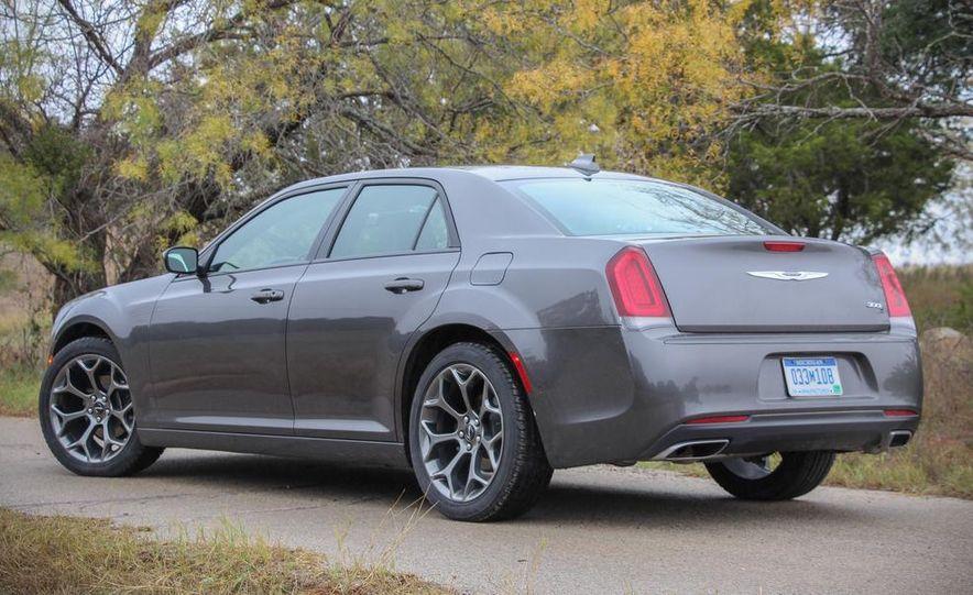 2015 Chrysler 300S - Slide 4