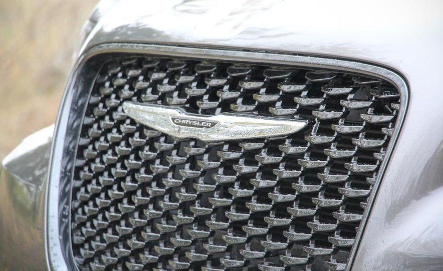 2015 Chrysler 300S - Slide 7