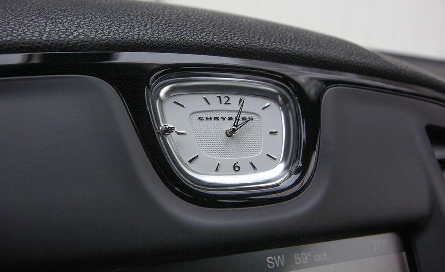 2015 Chrysler 300S - Slide 17