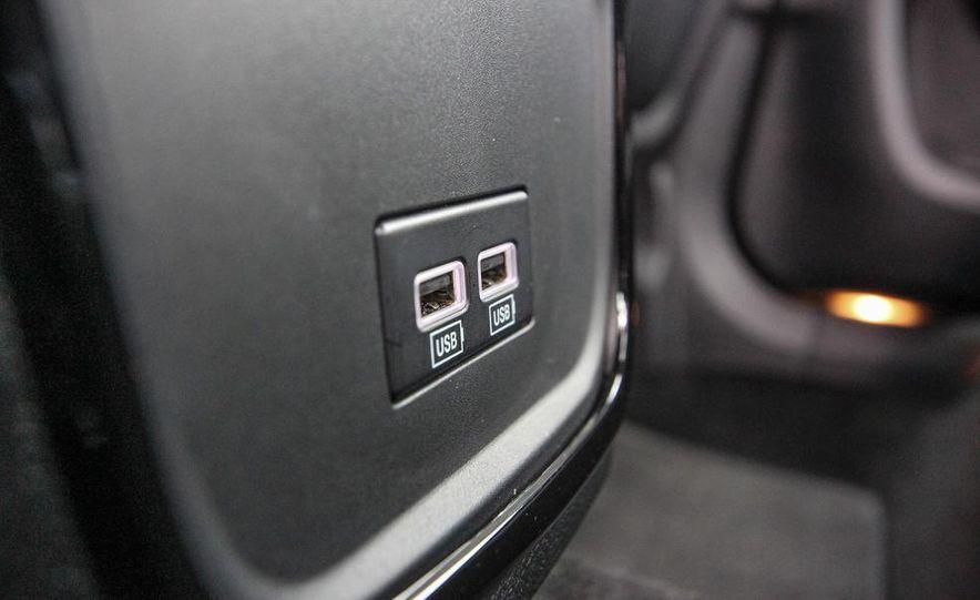 2015 Chrysler 300S - Slide 20