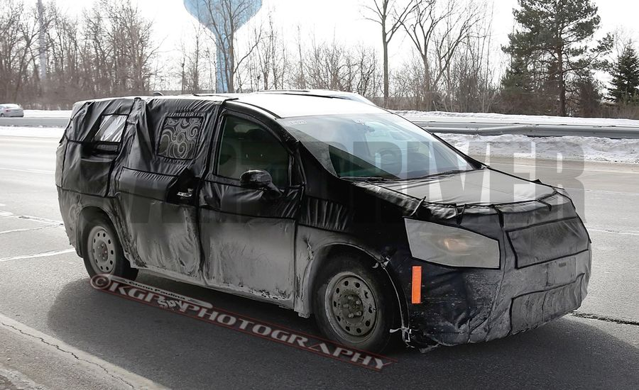 2017 Chrysler Town & Country Spied Again, More Details Come into Focus