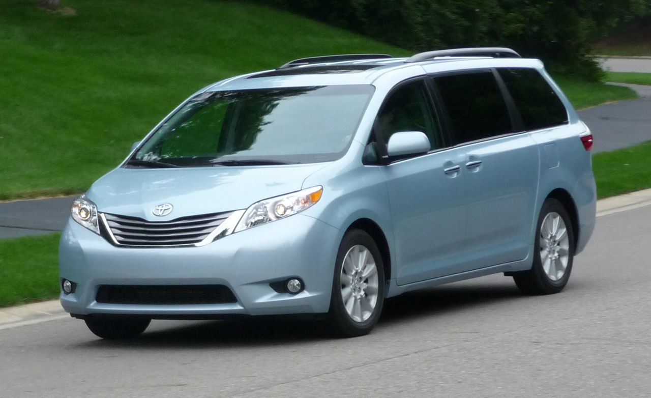 2015 toyota sienna review car and driver. Black Bedroom Furniture Sets. Home Design Ideas