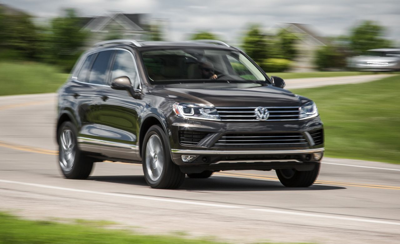 2015 volkswagen touareg review car and driver rh caranddriver com 2014 vw touareg manual 2013 volkswagen touareg manual