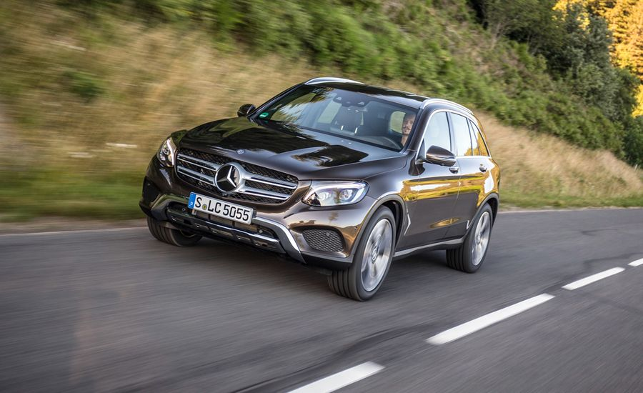 https://hips.hearstapps.com/amv-prod-cad-assets.s3.amazonaws.com/images/15q3/660572/2016-mercedes-benz-glc-class-first-drive-review-car-and-driver-photo-660774-s-original.jpg?crop=1xw:1xh;center,center&resize=900:*