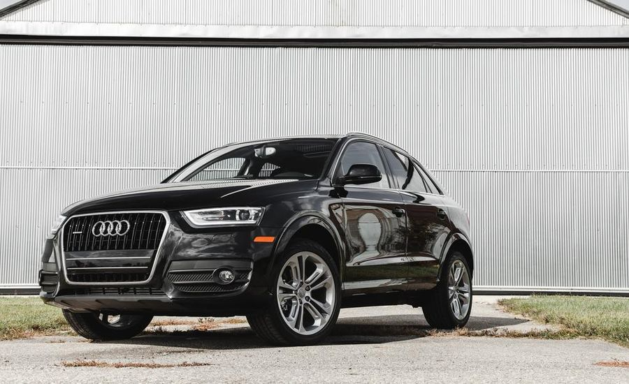 2015 audi q3 2 0t quattro 60 second review video car and driver. Black Bedroom Furniture Sets. Home Design Ideas