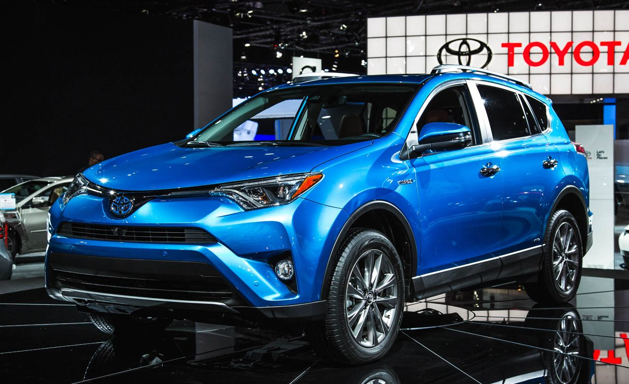 2016 toyota rav4 photos and info news car and driver. Black Bedroom Furniture Sets. Home Design Ideas
