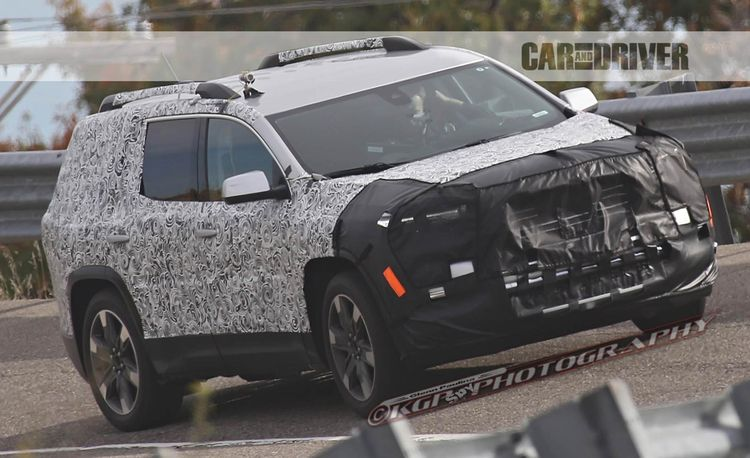 2017 GMC Acadia Spy Photos: New Platform, Smaller Dimensions
