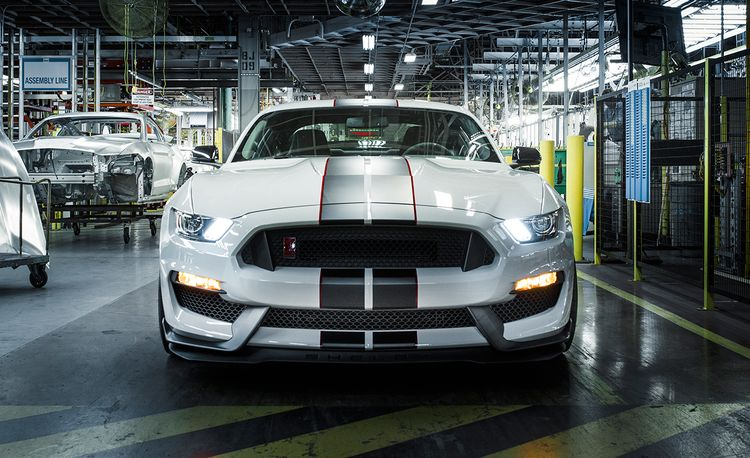 2016 10Best Cars: Ford Mustang Shelby GT350 / GT350R
