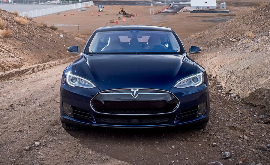 2016 10Best Cars: Tesla Model S 70 / 70D