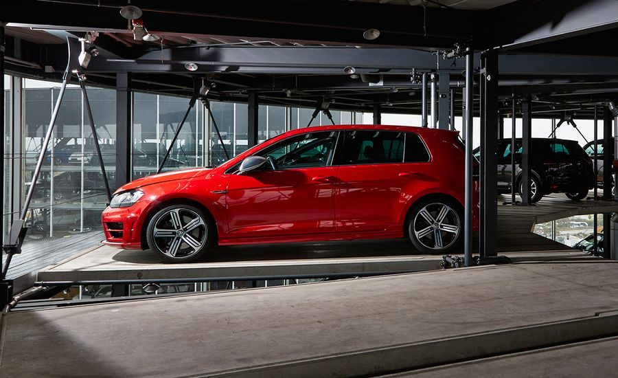 Volkswagen Golf / GTI / Golf R: 2016 10Best Cars | Feature | Car and