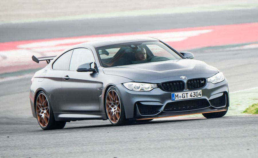 2016 BMW M4 GTS front end in motion 07