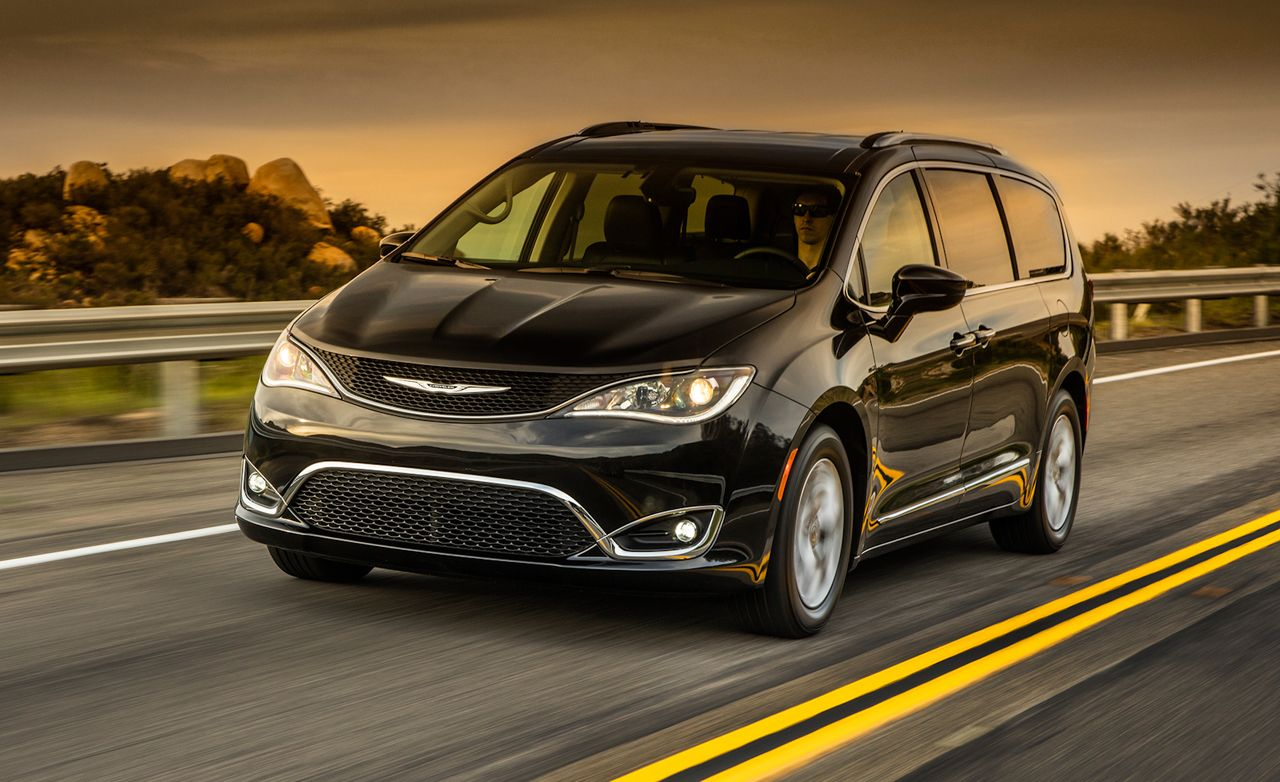 2017 chrysler pacifica first drive review car and driver. Black Bedroom Furniture Sets. Home Design Ideas