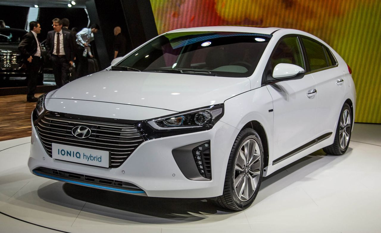 2017 hyundai ioniq debuts all three versions of it