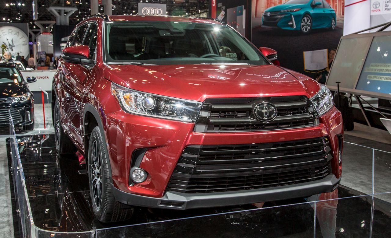 2017 toyota highlander official photos and info news car and driver