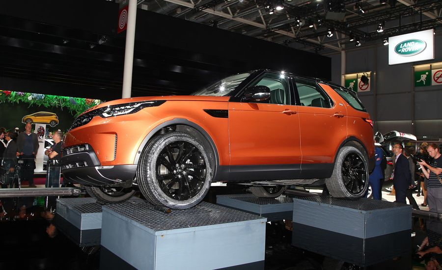 2017 Land Rover Discovery Photos and Info | News | Car and Driver