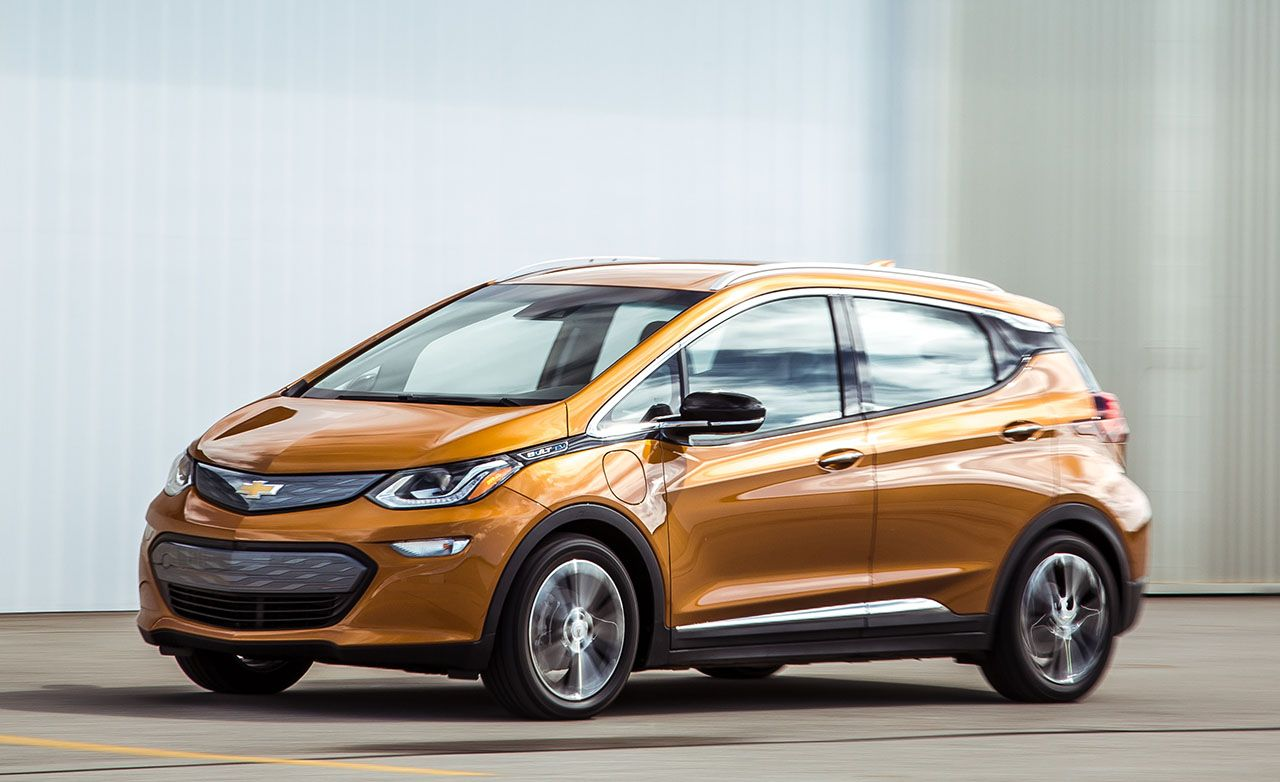 chevrolet bolt ev reviews chevrolet bolt ev price photos and specs car and driver. Black Bedroom Furniture Sets. Home Design Ideas