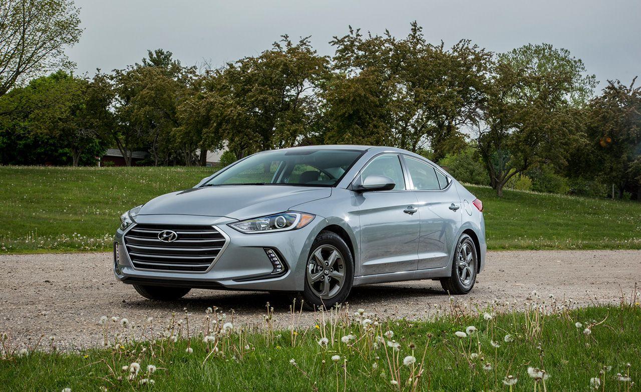 Elantra 2017 Silver >> Hyundai Elantra Reviews | Hyundai Elantra Price, Photos, and Specs | Car and Driver