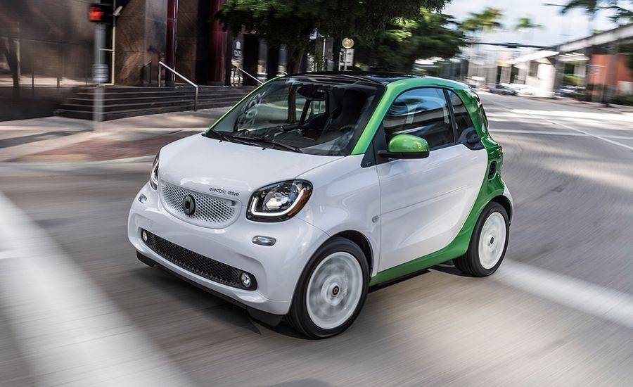 2017 Smart Fortwo Electric Drive First Drive Review Car And Driver