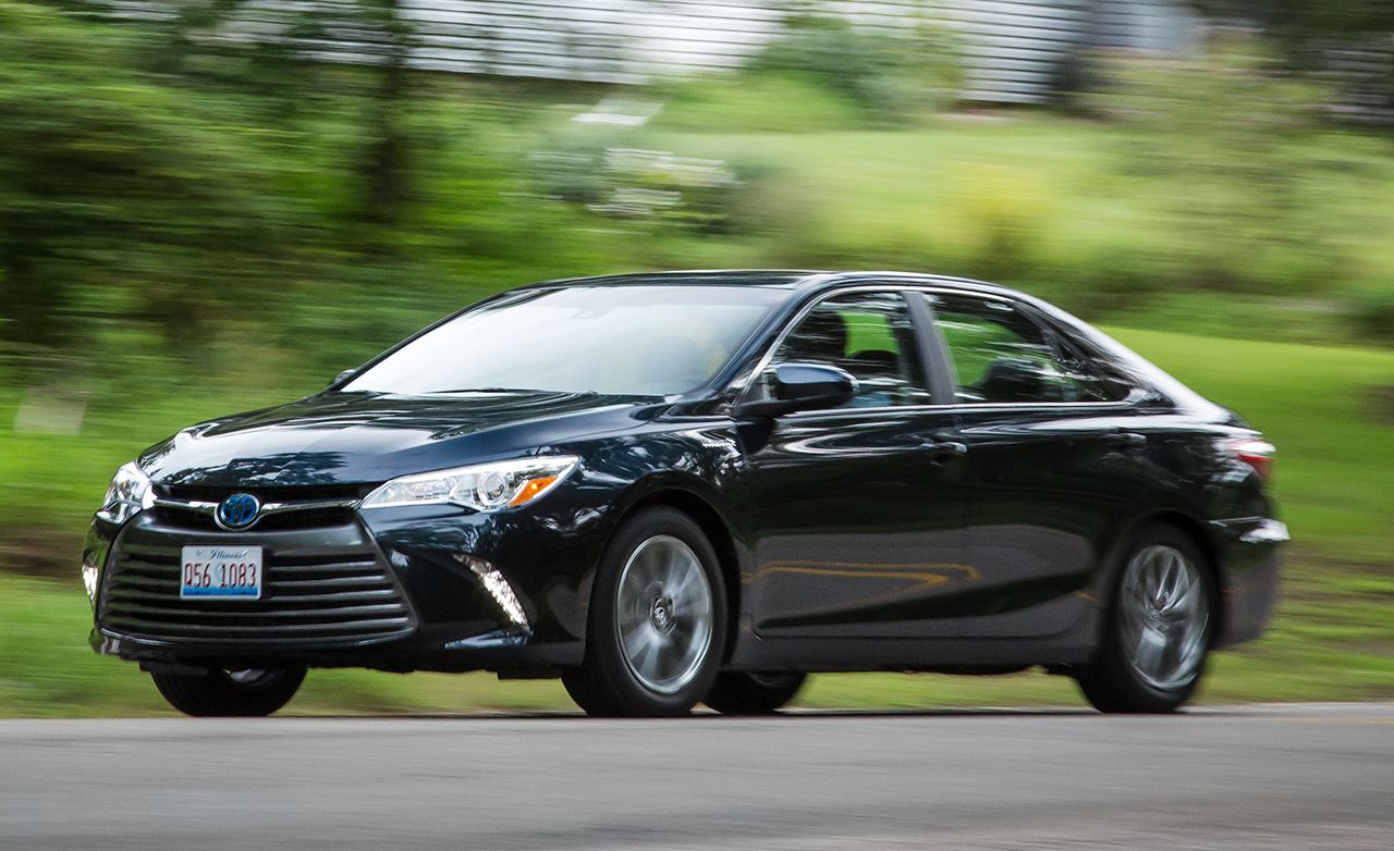 2017 Toyota Camry Hybrid Test Review Car And Driver