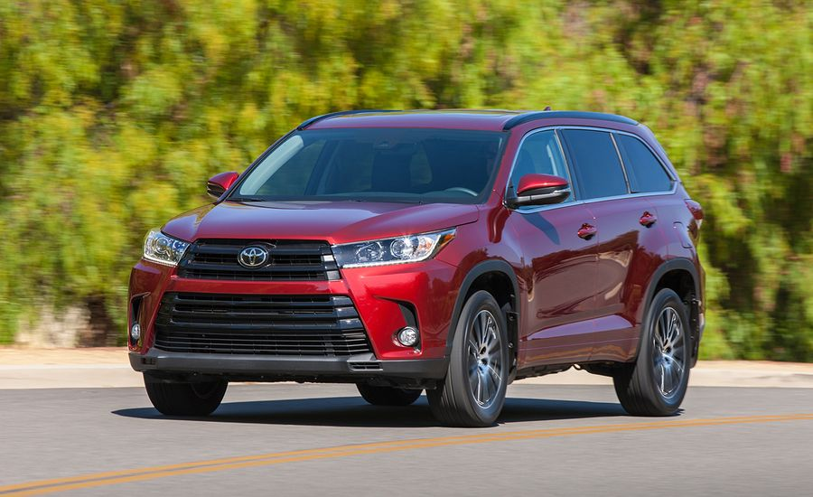 2017 toyota highlander drive review car and driver. Black Bedroom Furniture Sets. Home Design Ideas
