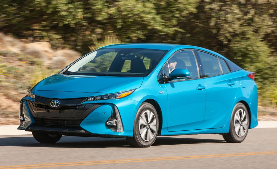 2017 toyota prius prime first drive review car and driver. Black Bedroom Furniture Sets. Home Design Ideas