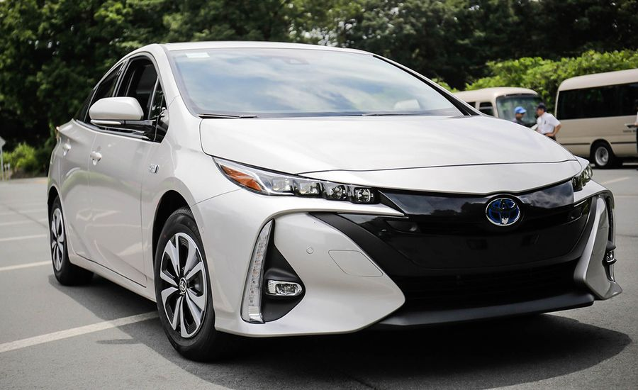 2017 toyota prius prime plug in hybrid drive review car and driver. Black Bedroom Furniture Sets. Home Design Ideas
