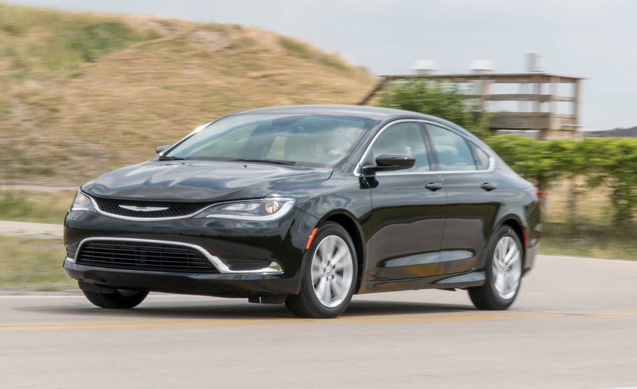 2016 Chrysler 200 V-6 FWD