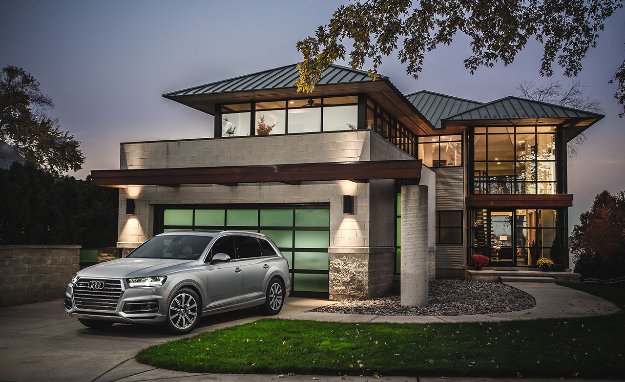 The Audi Q7 Is the Best Mid-Size Luxury SUV – 2017 10Best Trucks and SUVs