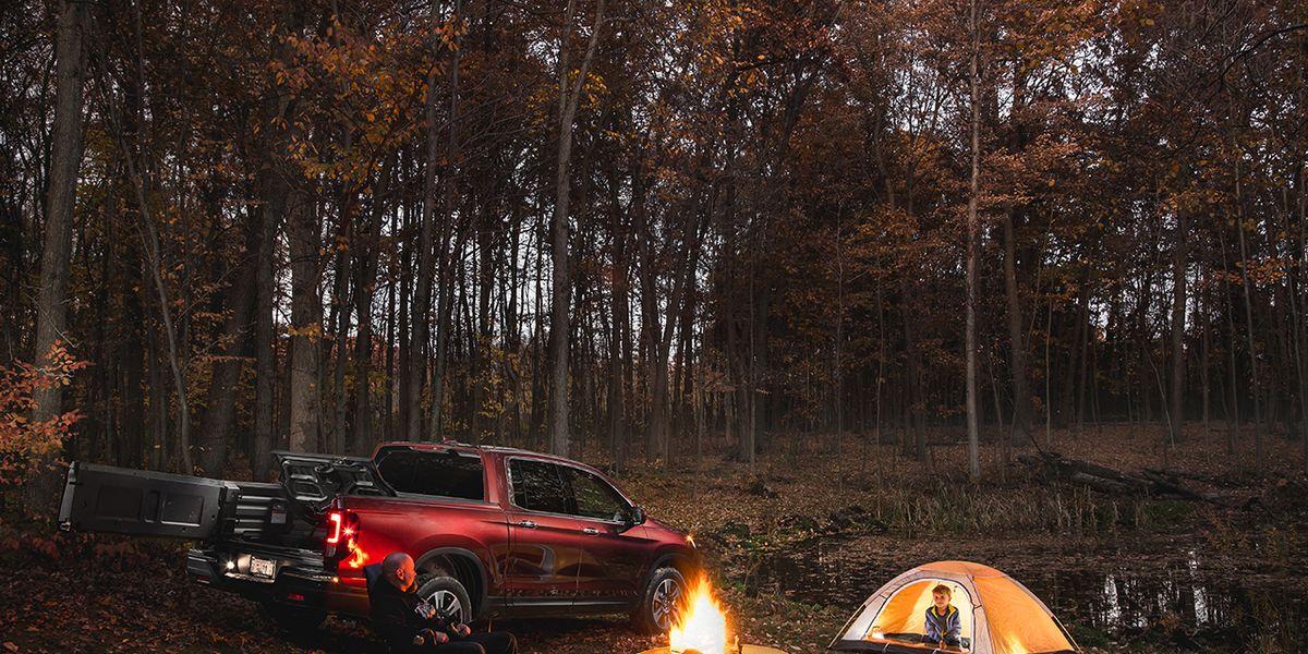 best mid size pickup honda ridgeline 2017 10best trucks and suvs car and driver. Black Bedroom Furniture Sets. Home Design Ideas