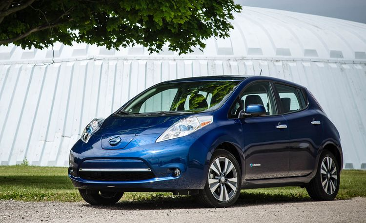 If the Battery's Full, Give That Cable a Pull: My Advice to Public EV Charger Users