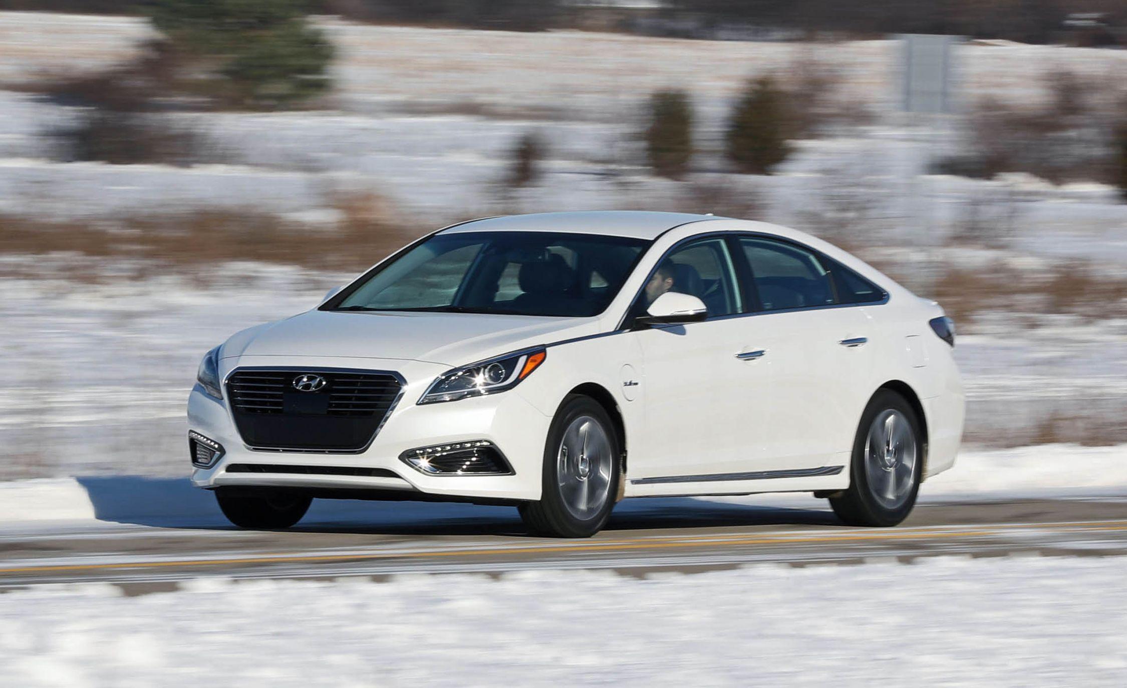 2017 Hyundai Sonata Hybrid >> 2017 Hyundai Sonata Plug In Hybrid Test Review Car And Driver