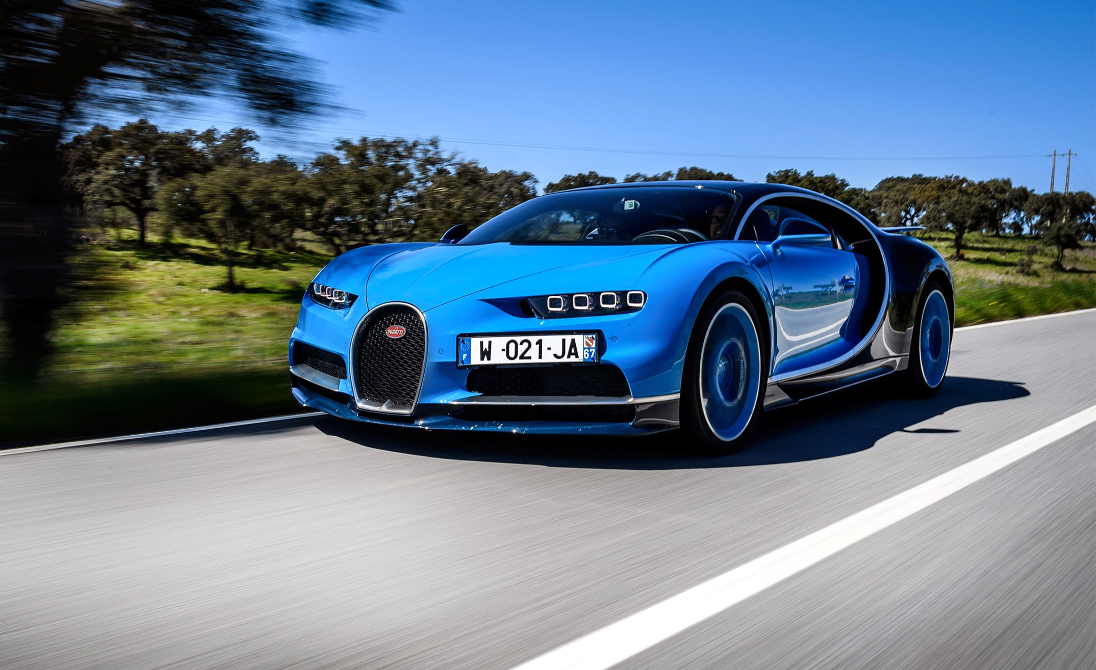 2018 bugatti chiron reviews bugatti chiron price photos and specs car and driver. Black Bedroom Furniture Sets. Home Design Ideas