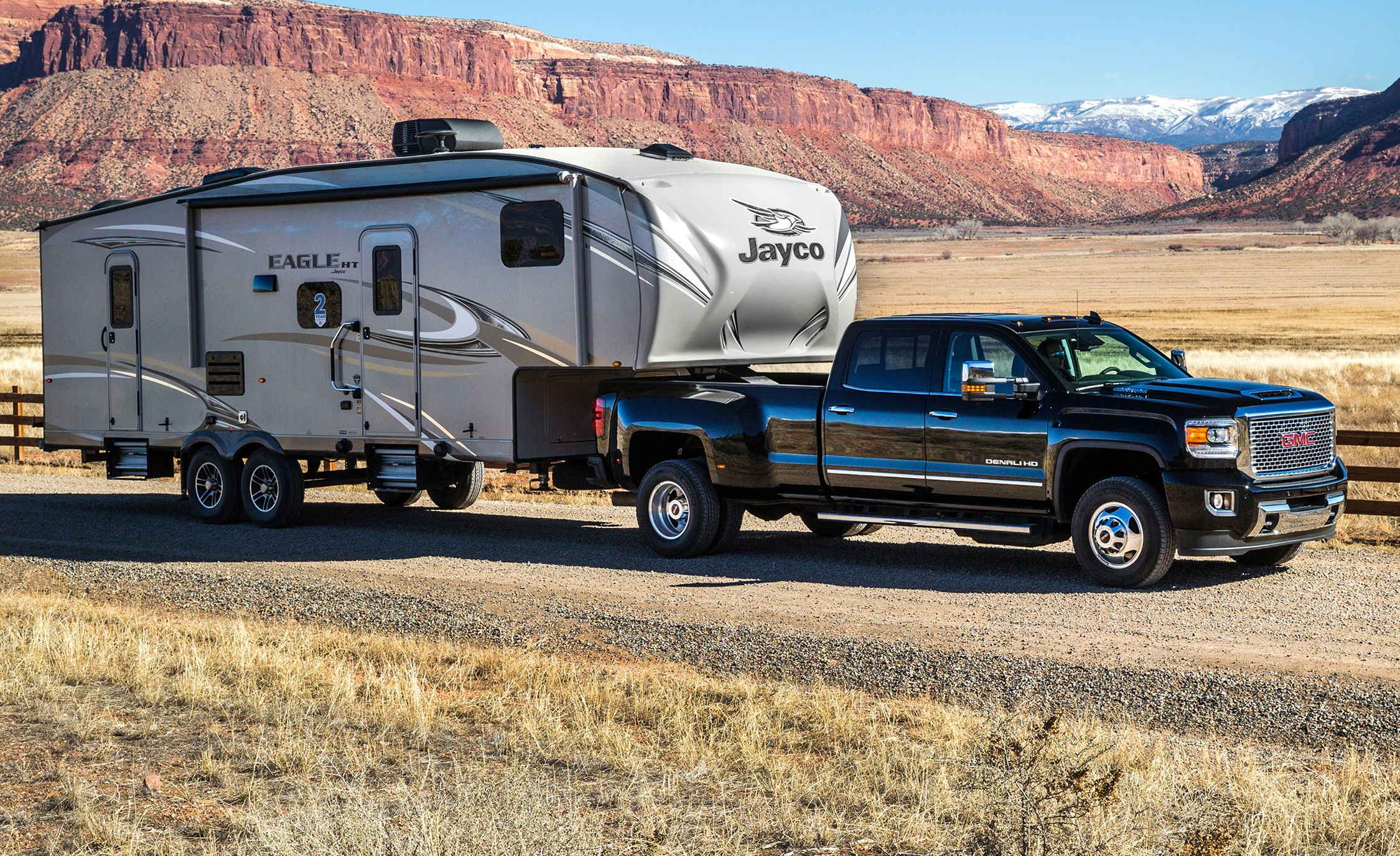 2017 gmc sierra 2500hd 3500hd first drive review car and driver rh caranddriver com Fifth Wheel Hauling a GMC Sierra 2013 GMC Sierra Towing Capacity