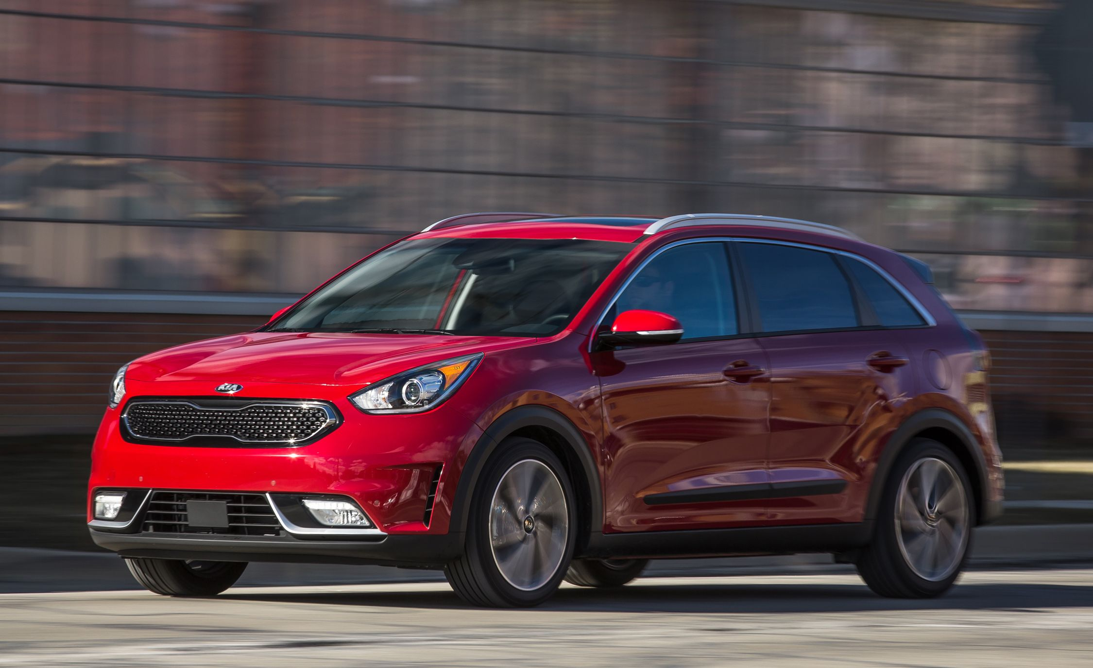 Nero Plug In Hybrid >> 2017 Kia Niro Test | Review | Car and Driver