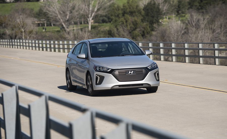 2018 hyundai ioniq plug in hybrid first drive review. Black Bedroom Furniture Sets. Home Design Ideas