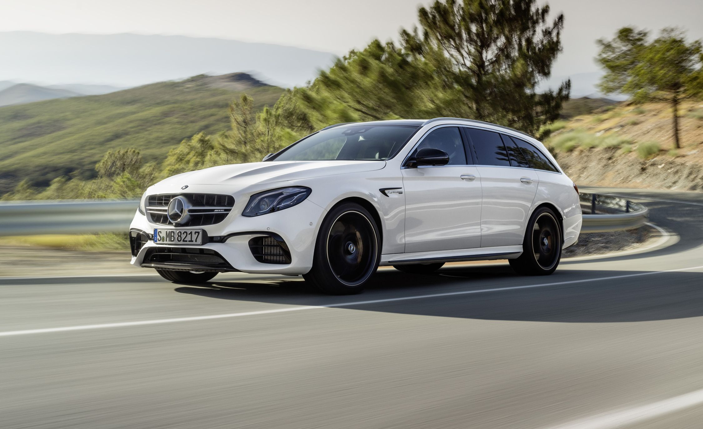 2018 mercedes amg e63 s wagon photos and info news car. Black Bedroom Furniture Sets. Home Design Ideas