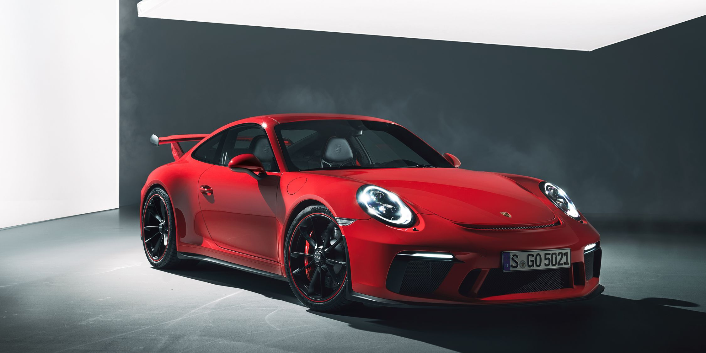 2018 Porsche 911 GT3 Revealed: Yes, It Will Offer a Manual!