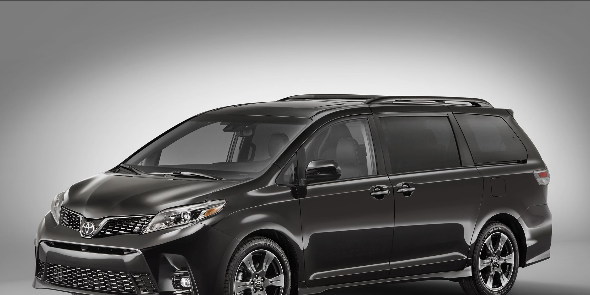 Toyota Van 2018 >> 2018 Toyota Sienna Photos And Info News Car And Driver