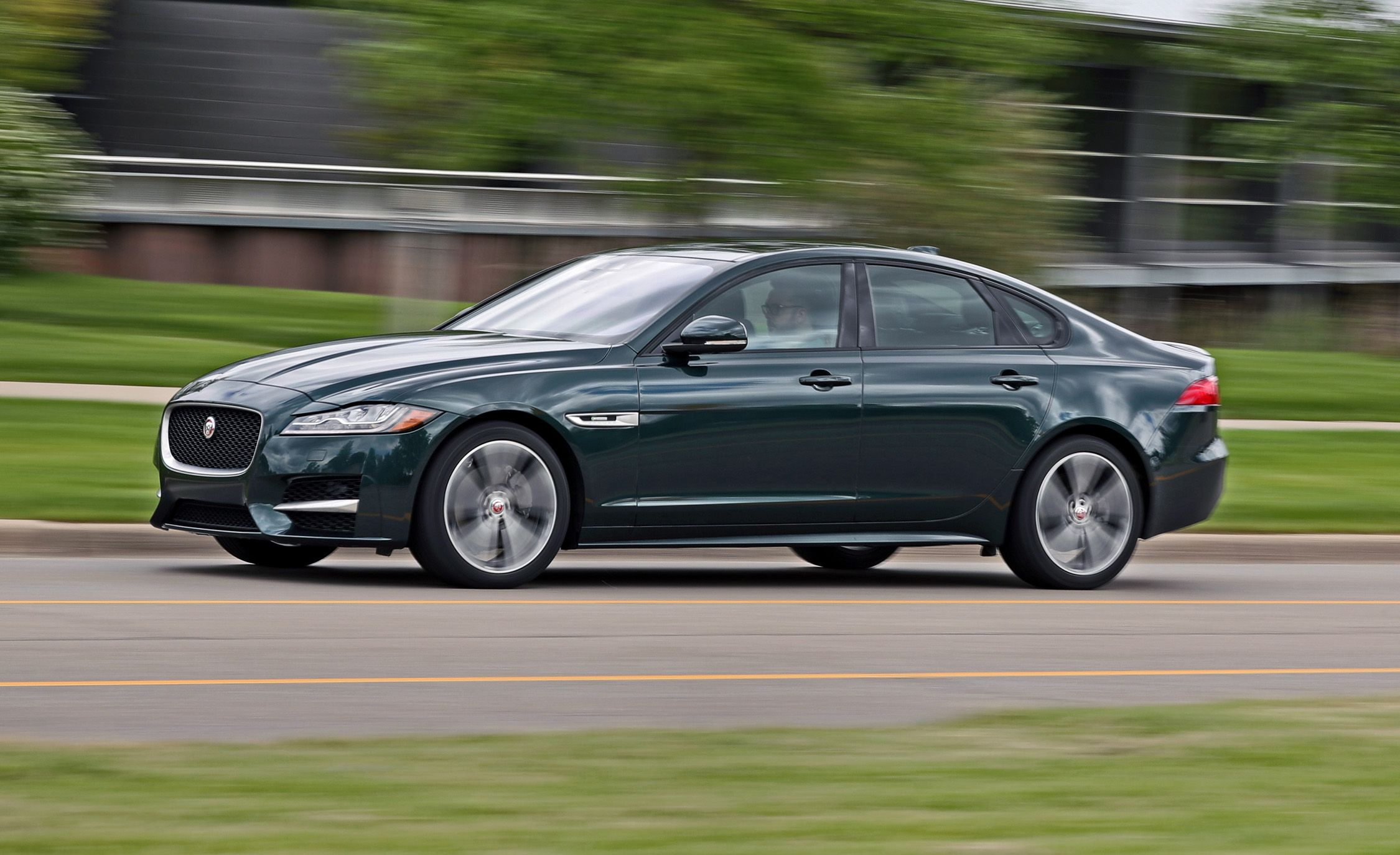 jaguar xf reviews jaguar xf price photos and specs car and driver. Black Bedroom Furniture Sets. Home Design Ideas