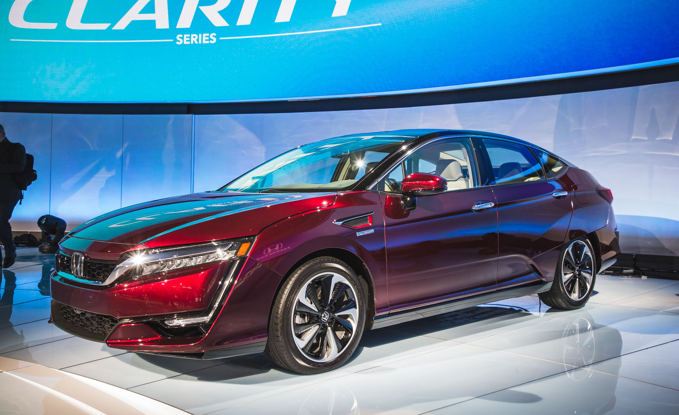 2018 honda clarity electric and plug in hybrid photos and for Honda hybrid cars
