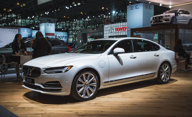 2018 Volvo S90: The Stylish Sedan Stretches Out