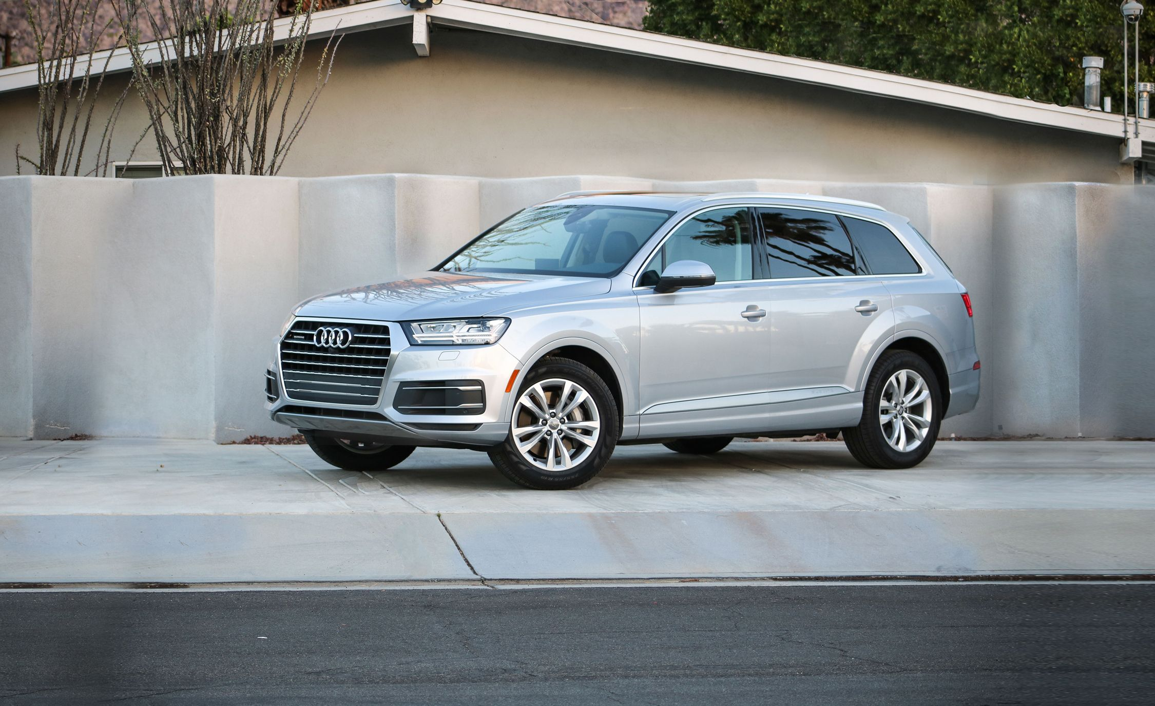 Audi Q7 Reviews Audi Q7 Price s and Specs