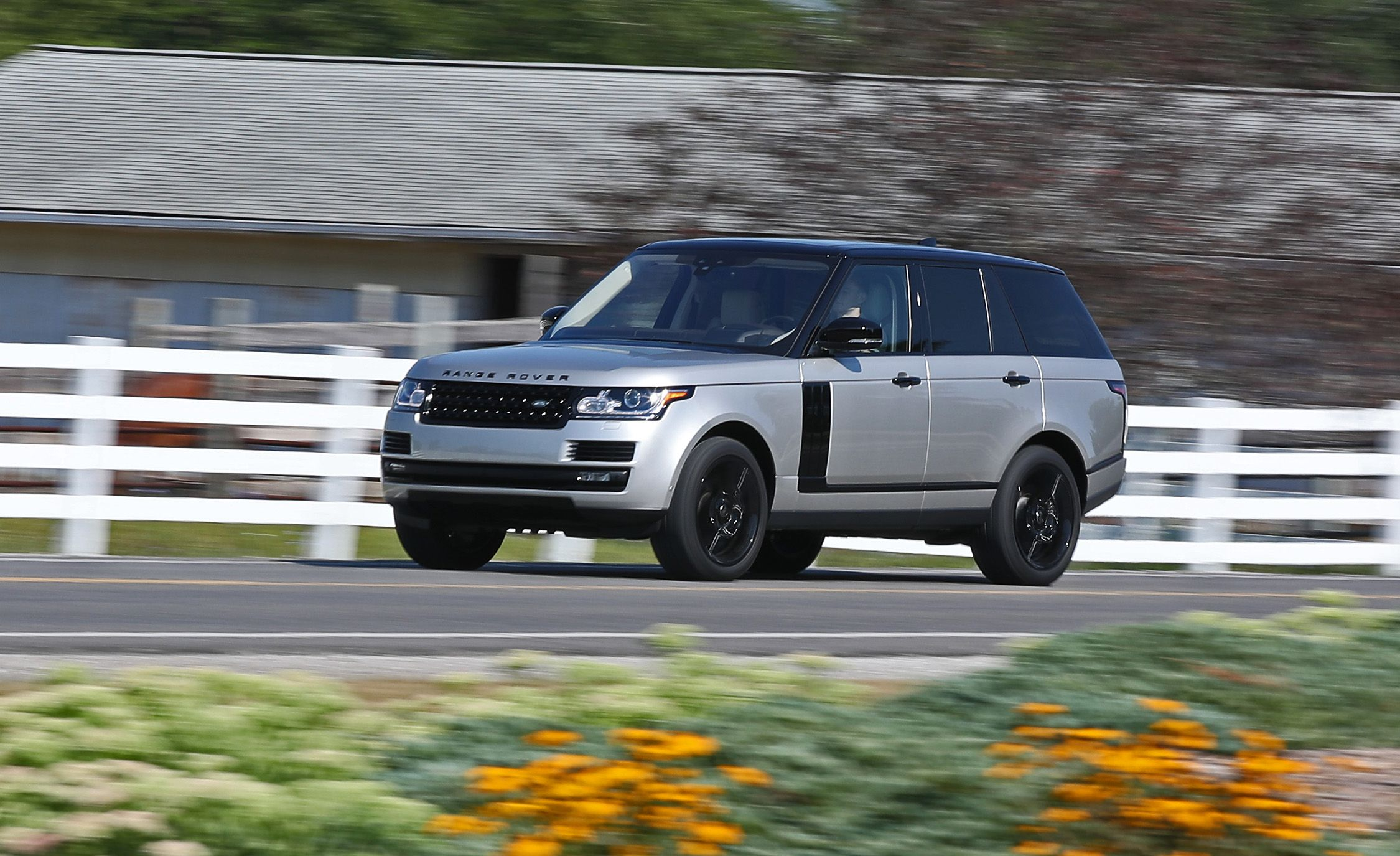 land rover range rover supercharged reviews land rover. Black Bedroom Furniture Sets. Home Design Ideas