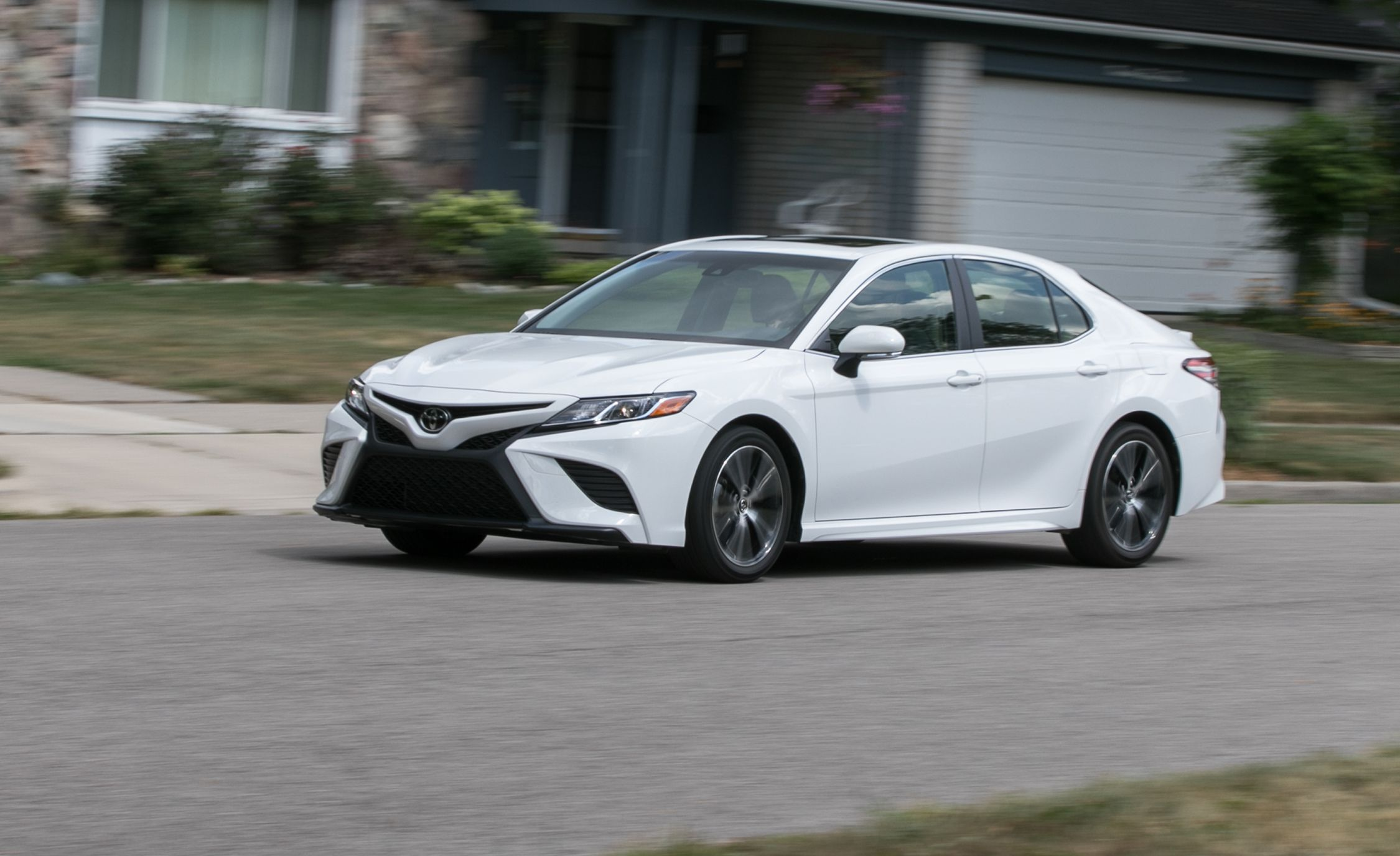2018 Toyota Camry Se 2 5l Test Review Car And Driver