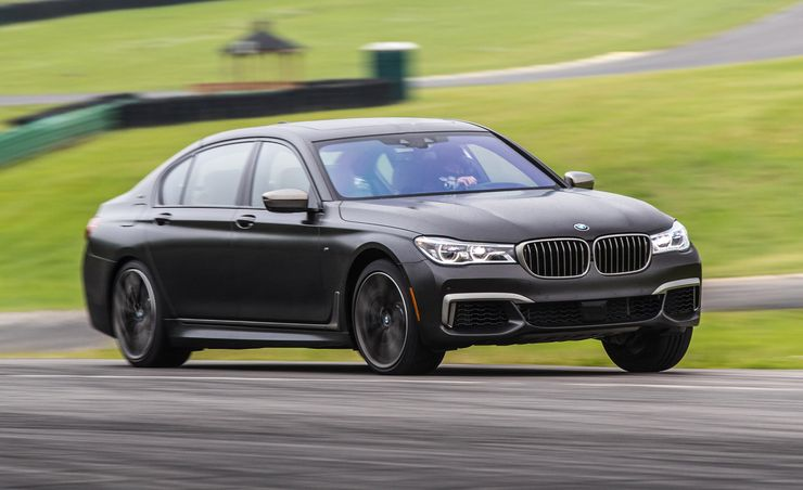 Lightning Lap 2017: BMW M760i