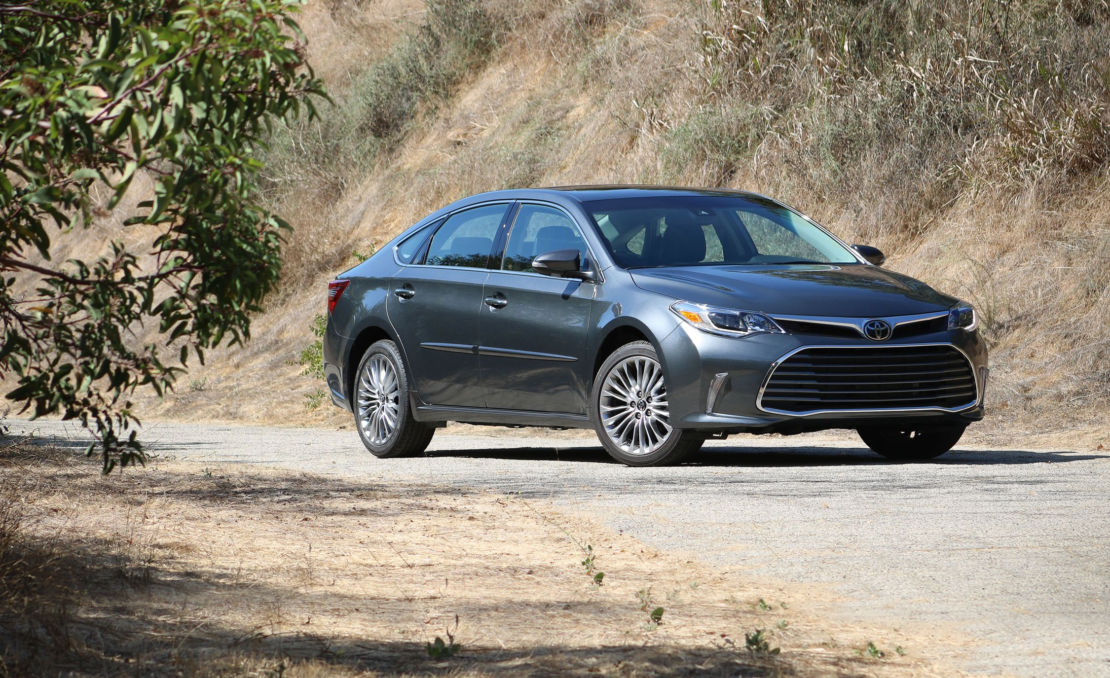 in toyota avalon news ca turns wheels detroit main heads