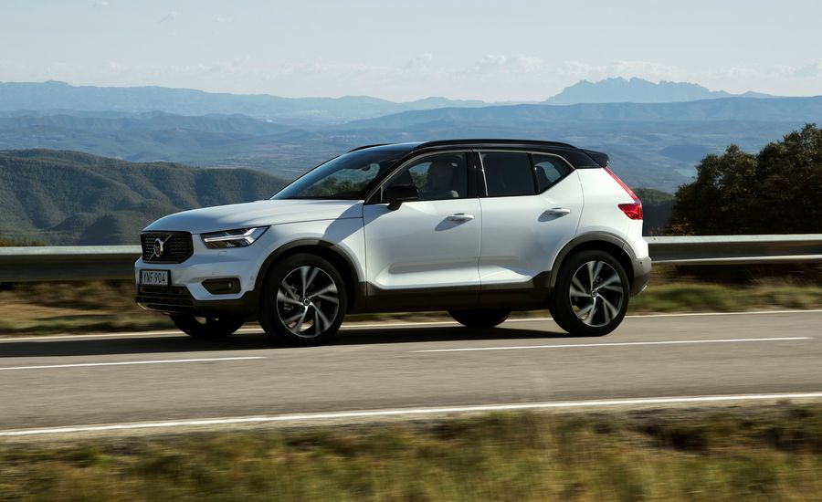 2019 volvo xc40 first drive review car and driver. Black Bedroom Furniture Sets. Home Design Ideas