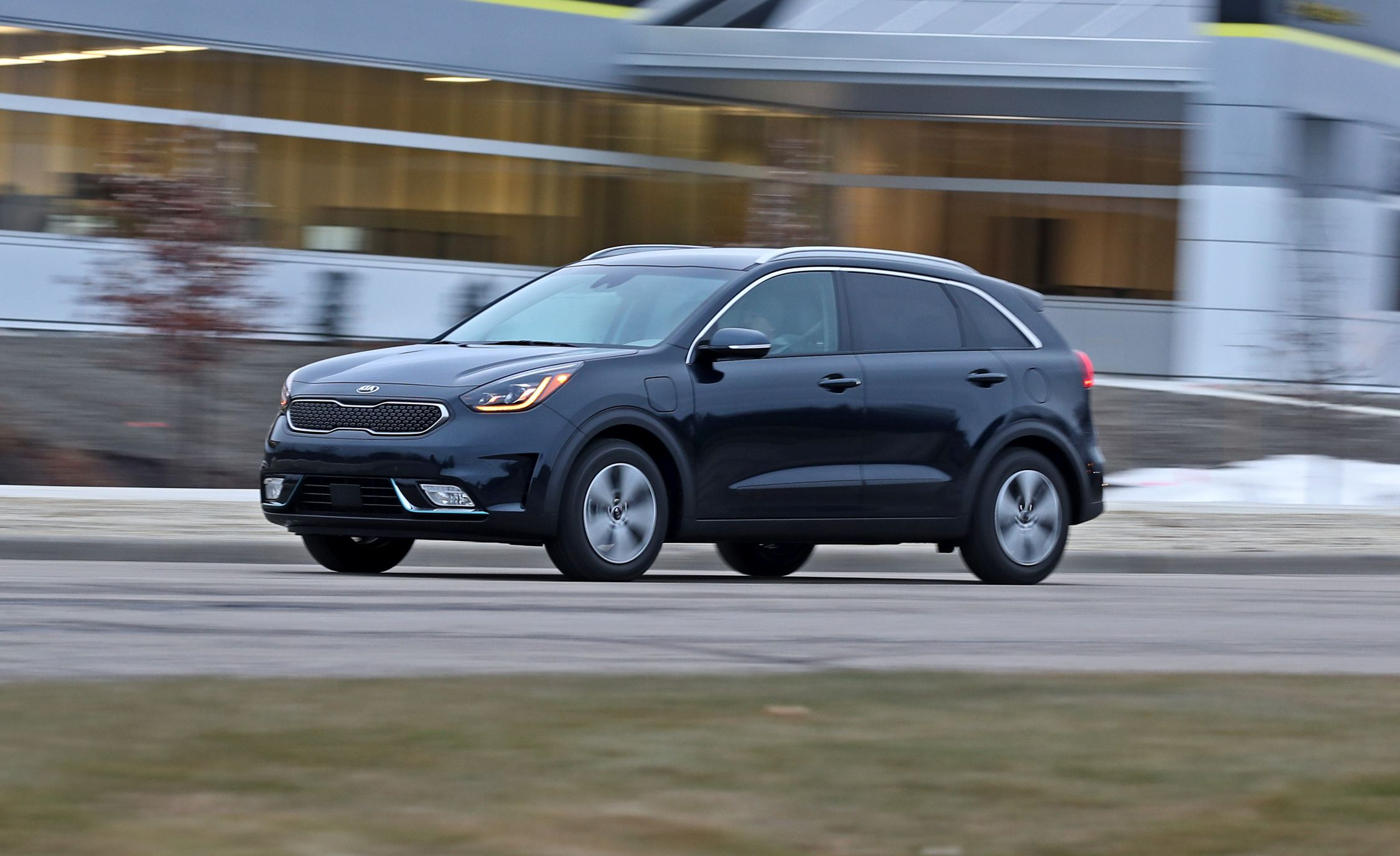 Kia Niro Plug In >> 2018 Kia Niro Plug In Hybrid Test Review Car And Driver
