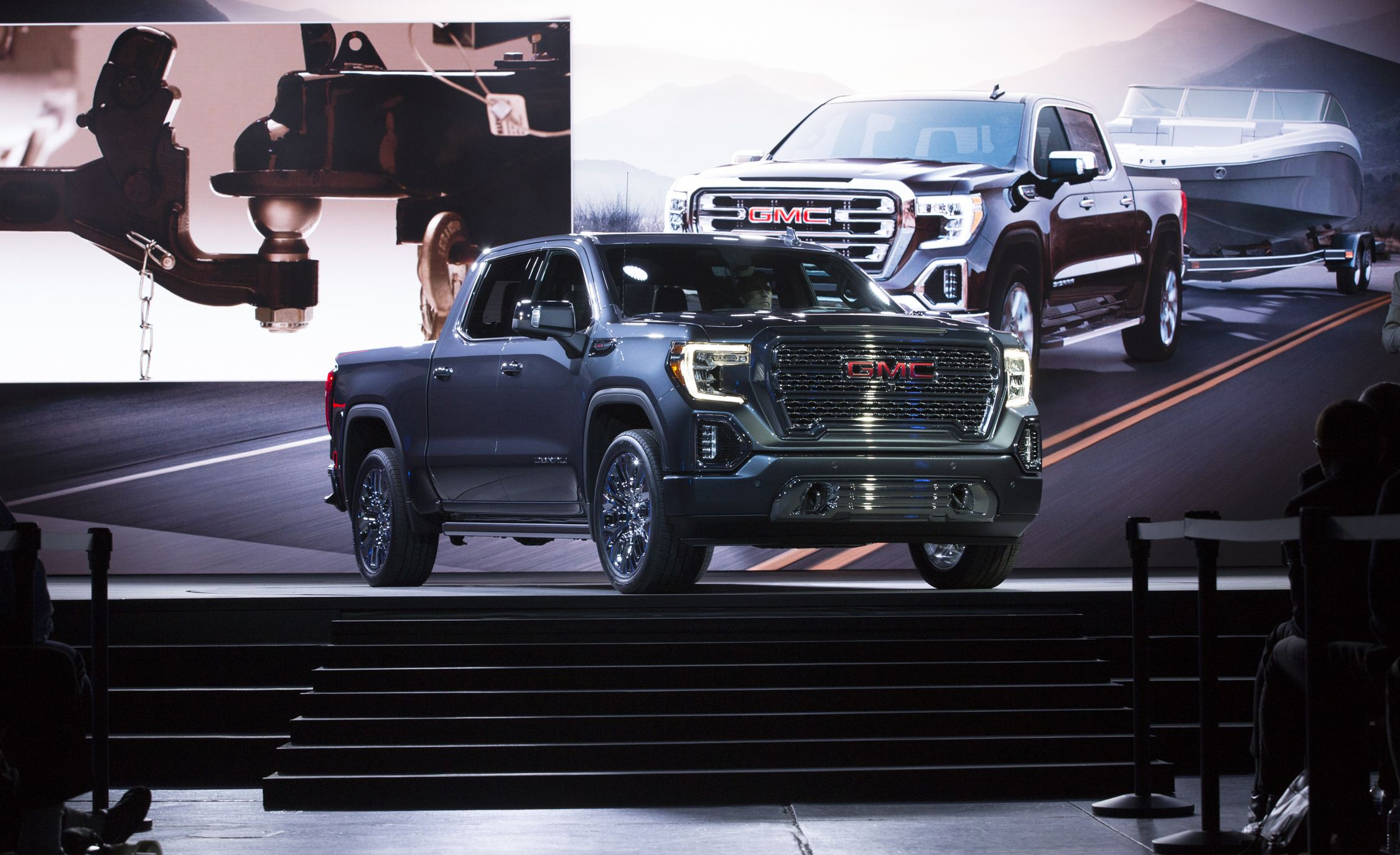 2019 GMC Sierra Revealed: Diesel Power and a Carbon-Fiber Bed
