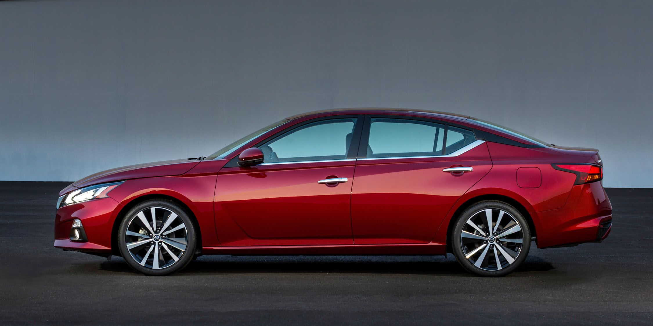 2019 Nissan Altima Photos And Info News Car And Driver